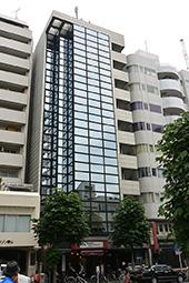 GZ-TOKYO が入居するフジビル28。外苑前から2分のアクセスの良さが大きな特徴だ。