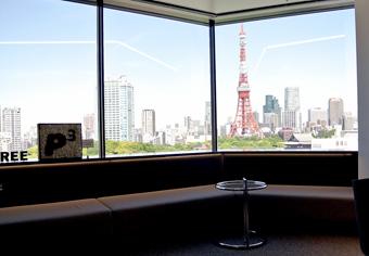 窓からは東京タワーが一望できる